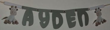 Naamslinger, lettertype Sesamstraat met speciaal gemaakte tussenstukjes