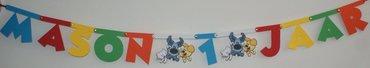 Naamslinger verjaardag, lettertype Mickey met tussenstukjes