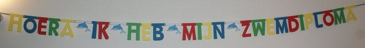 Naamslinger zwemdiploma in lettertype Keystone