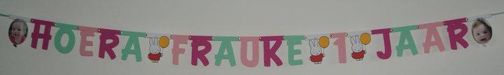 Naamslinger verjaardag, lettertype Pooh met tussenstukjes