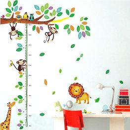 Groeimeter sticker giraffe, apen, leeuw en vogels in boom